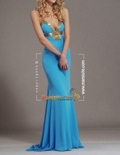 Легкое небесно-голубое платье в сочетании с каблуками производит эффект нежной, романтичной и воздушной особы